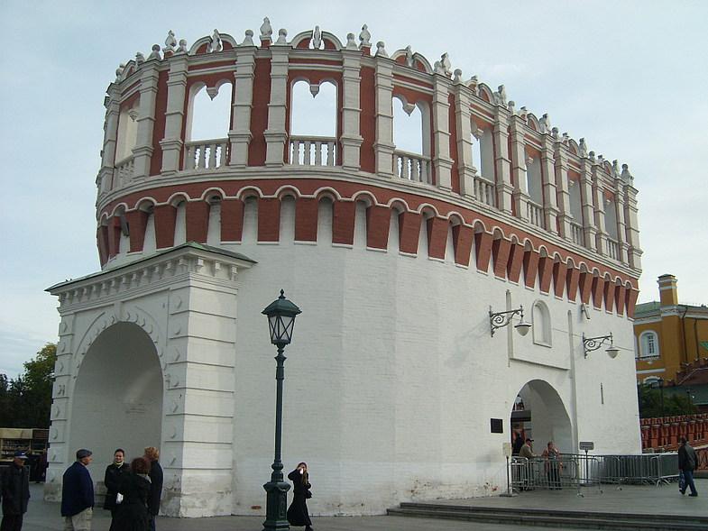 Кутафья башня Кремля вид сбоку фотография