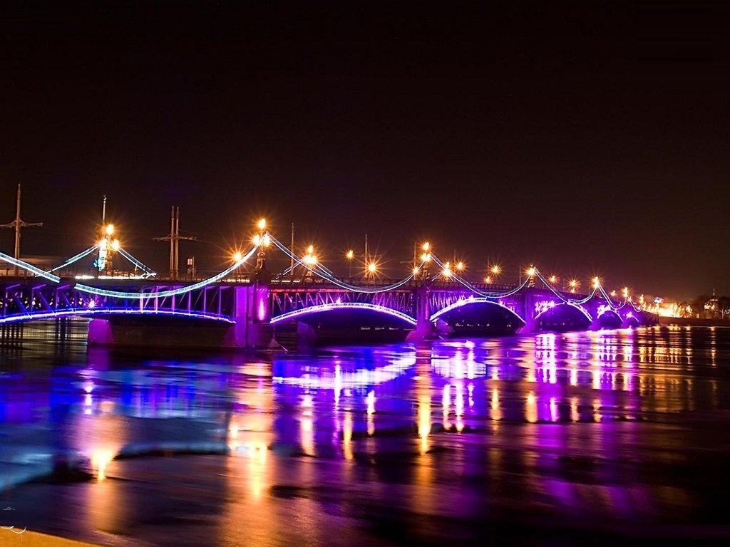 фотография подсветки Дворцового моста в Питере