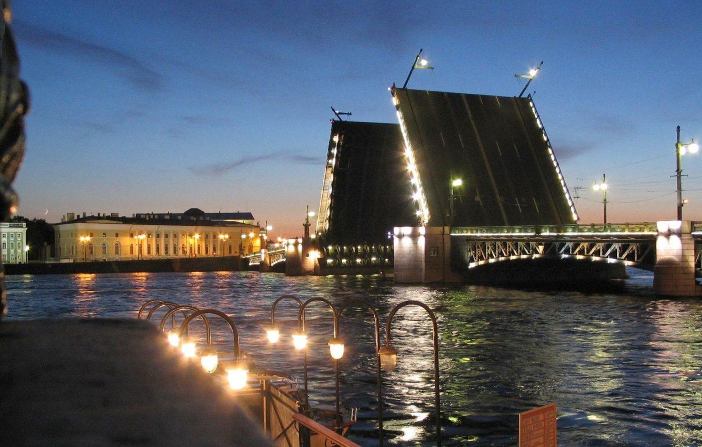 разведенный Дворцовый мост фото