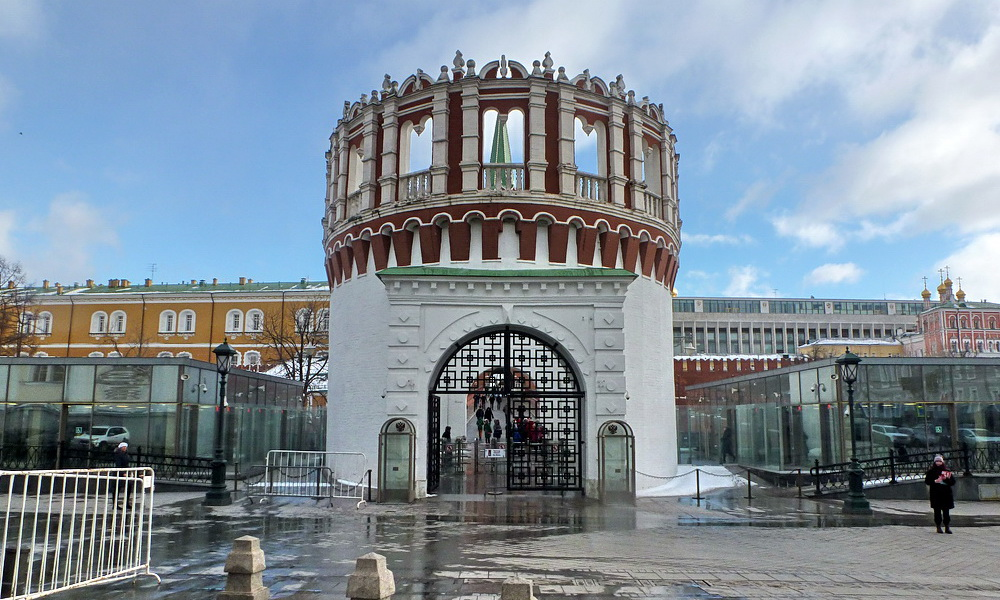 вход в Кутафью башню и Кремль фото