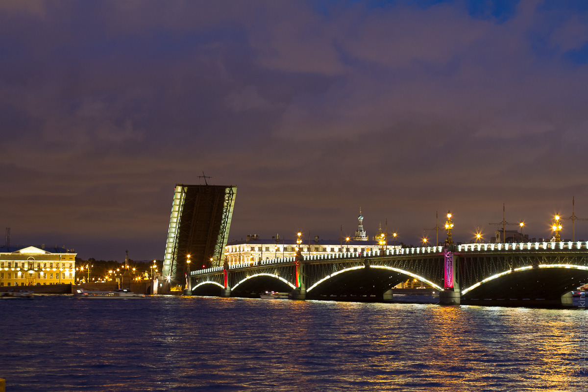 фото ночного вида петербургского Литейного моста