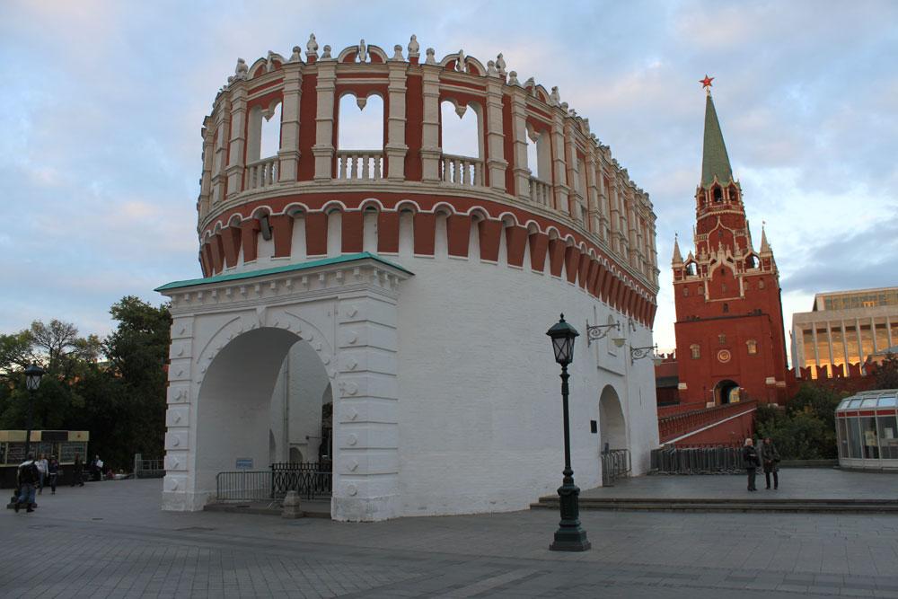 Кутафья башня и Кремль фото