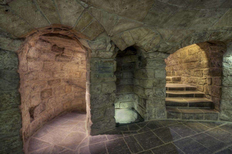 фотография внутри Девичьей башни в Баку