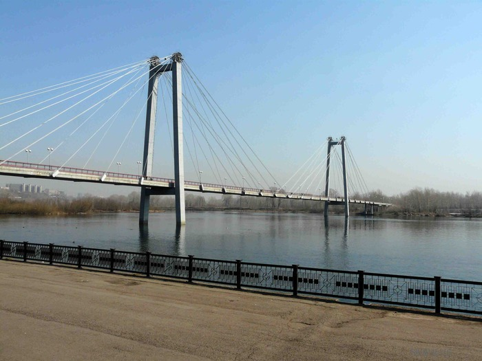 фото вида на Октябрьский мост Красноярска с острова Татышев фото