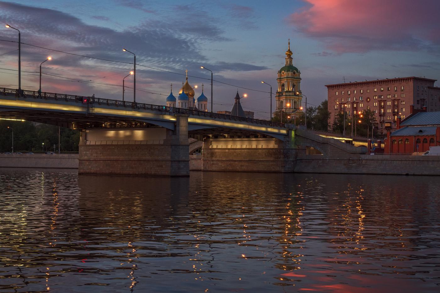 фото под Новоспасским мостом в Москве