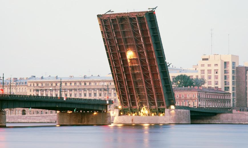 фото разводной части Литейного моста