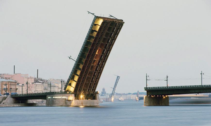 разведенный Литейный мост в Питере фото