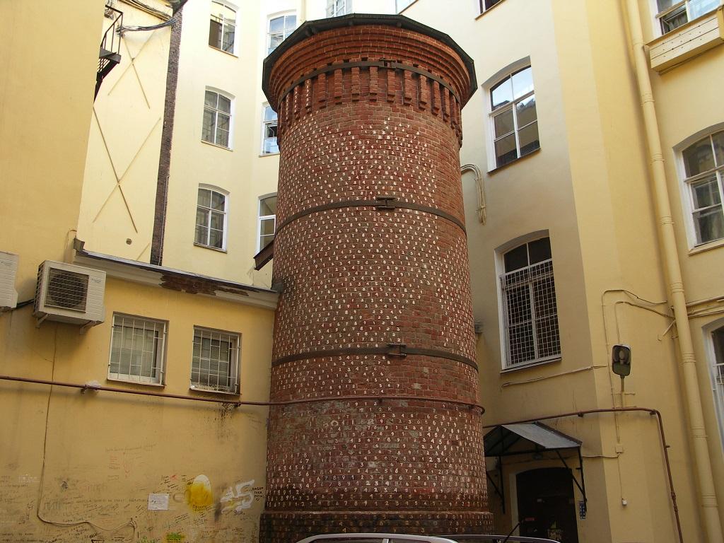 Башня грифонов в Петербурге фотография