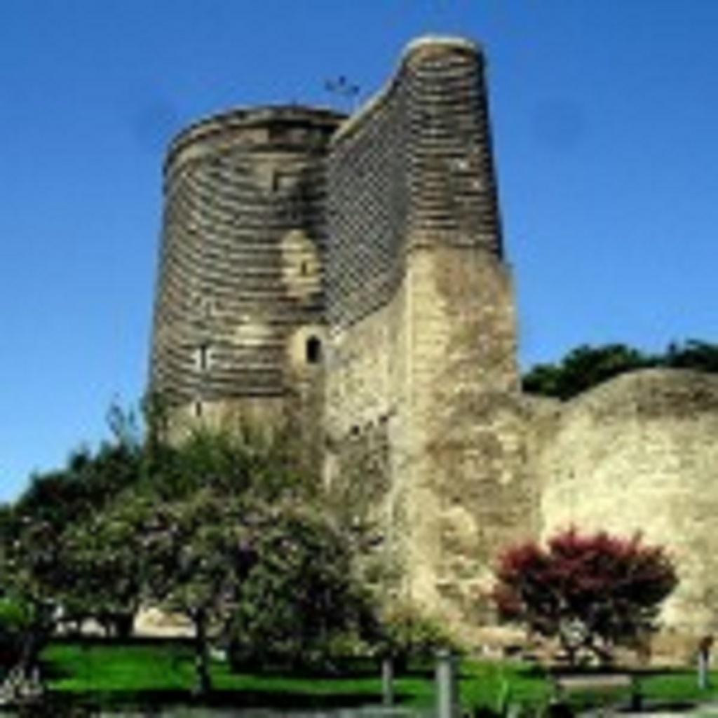 фото Девичьей башни в Баку