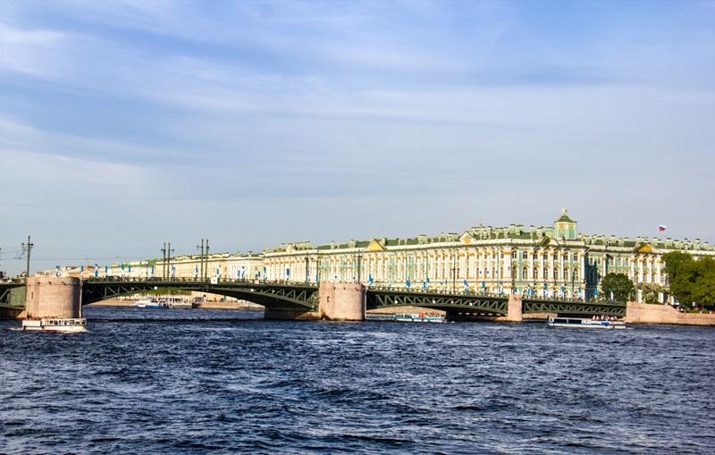Дворцовый мост в Петербурге вид сбоку фотография