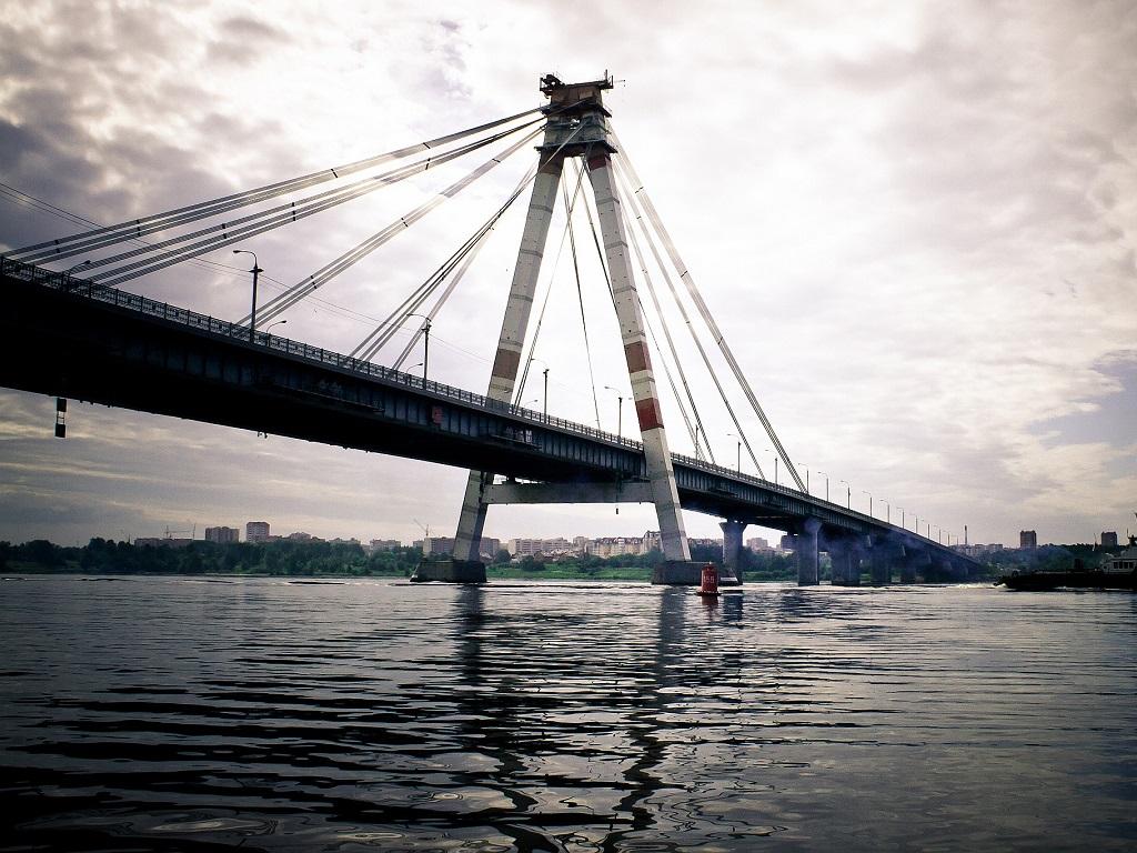 Октябрьский мост в Череповце вид из воды фотография