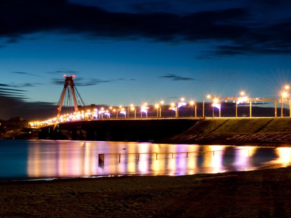 фото подсветки Октябрьского моста в Череповце