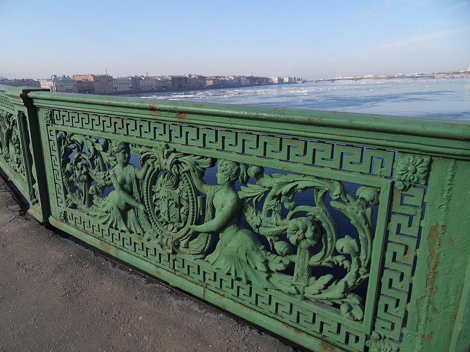 фотография решетки Литейного моста
