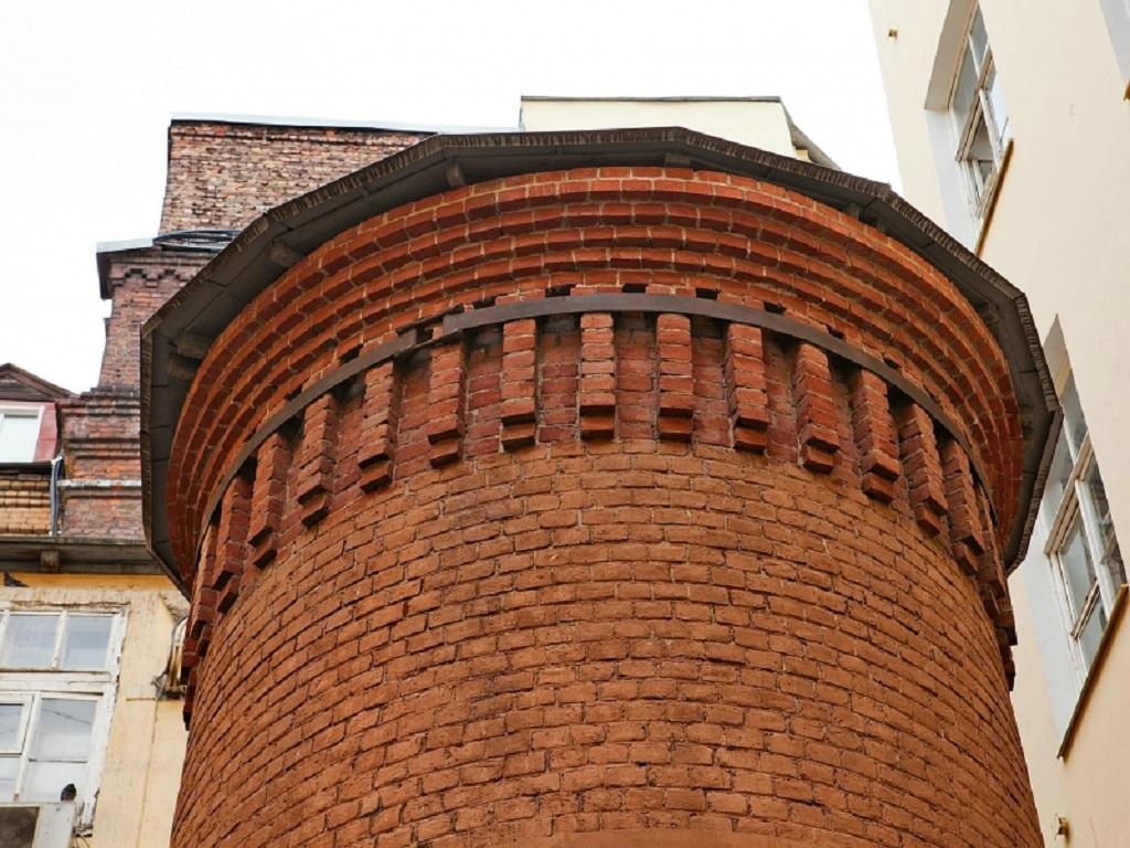 фото верхней части Башни грифонов в Питере