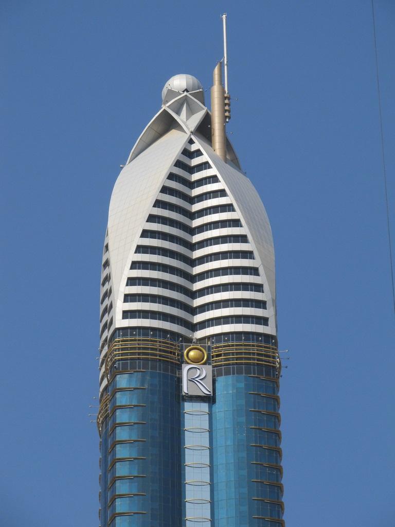 верхняя часть Башни Розы в Дубае фото