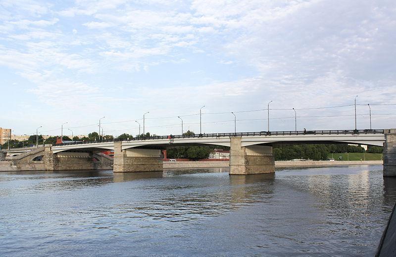 опоры Новоспасского моста в Москве фотография
