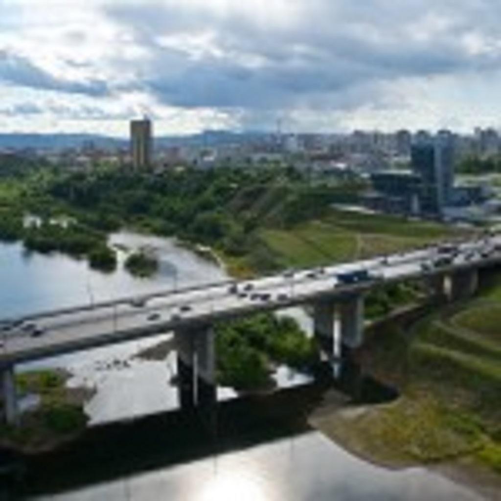 фото вида сверха на Октябрьский мост в Красноярске