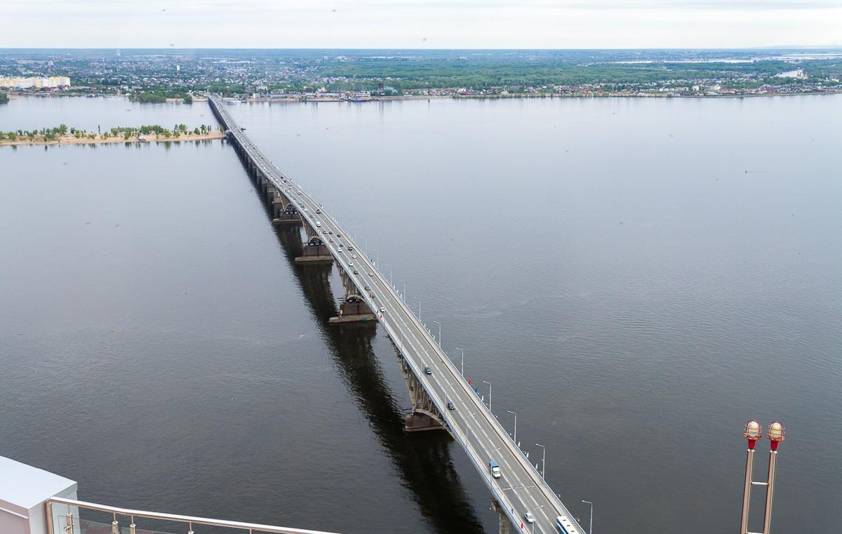 вид сверху на Саратовский мост фото