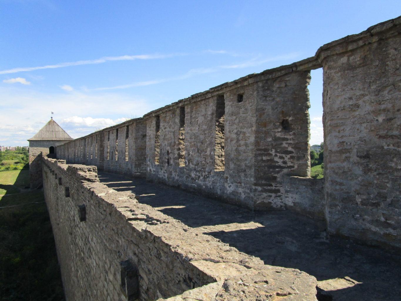 башня Широкая Ивангородской крепости фото