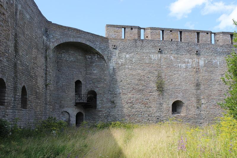 Колодезная башня крепости в Ивангороде фотография
