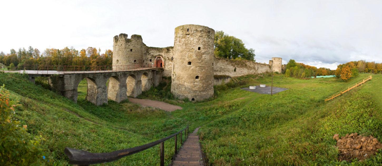 Копорская крепость вид сбоку фотография