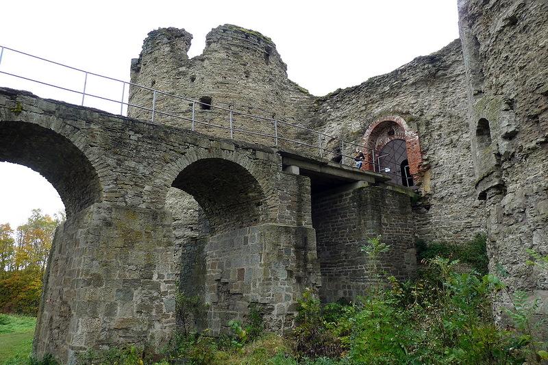 крепость в Копорье вид снизу фотография
