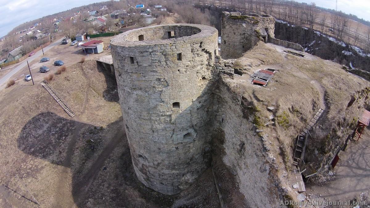 вид на Копорскую крепость фотография