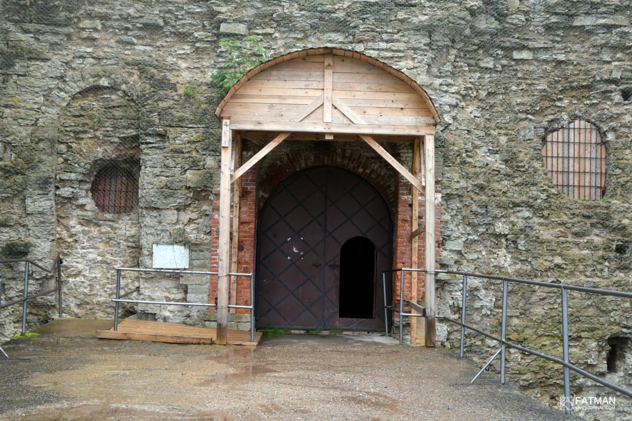фото входа в Копорскую крепость