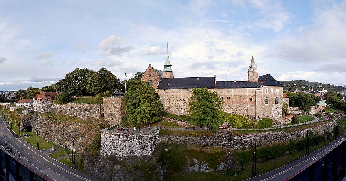 фото вида сверху на крепость Акерсхус в Осло