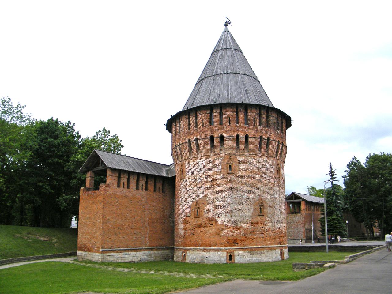 фото Громовой башни крепости в Смоленске