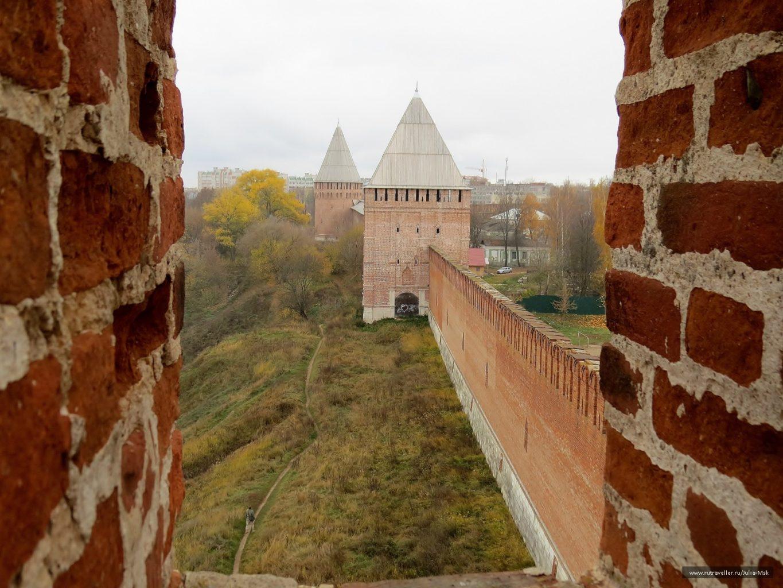 вид вблизи на крепость в Смоленске фото