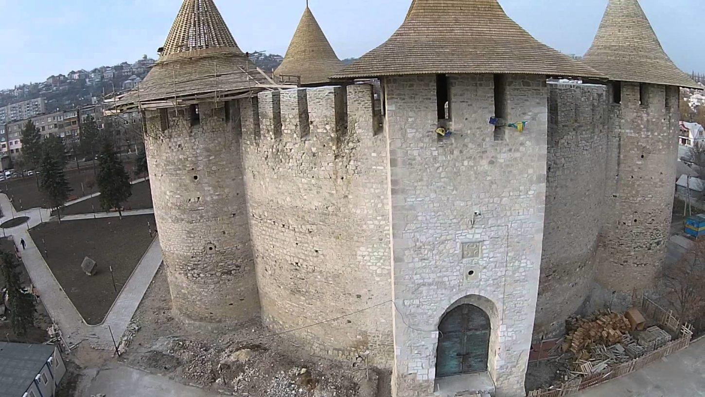 фото вида сбоку на Сорокскую крепость