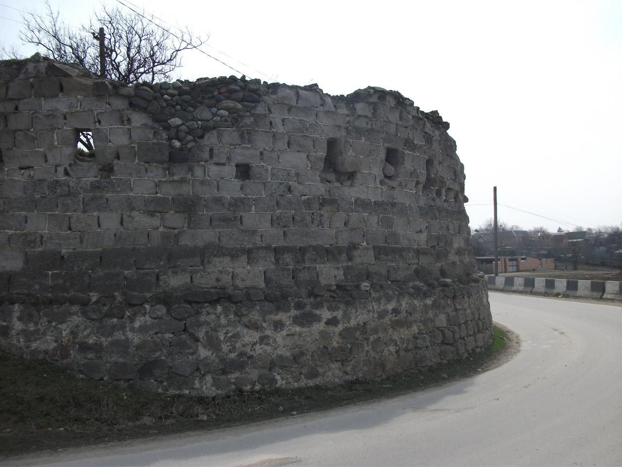 фото корпуса Ахтынской крепости