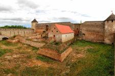 фото крепости в Ивангороде