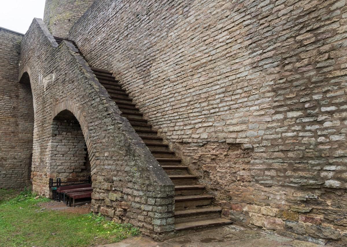фото стен Ивангородской крепости