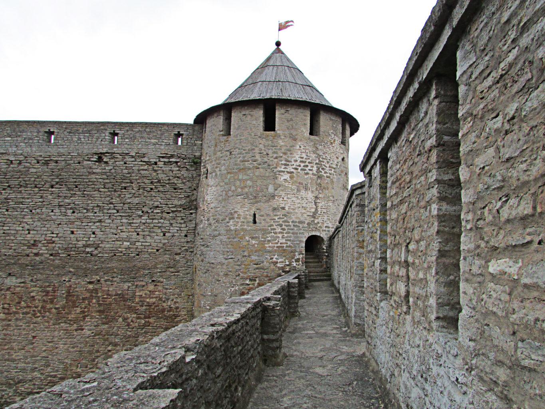 Провиантская башня крепости в Ивангороде фотография