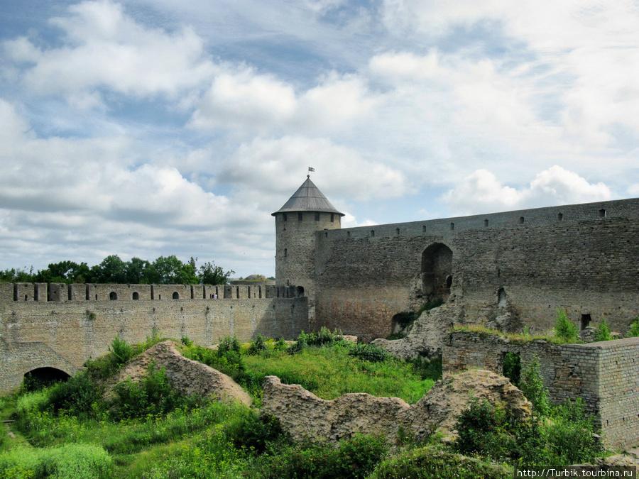 фото Воротной башни Ивангородской крепости