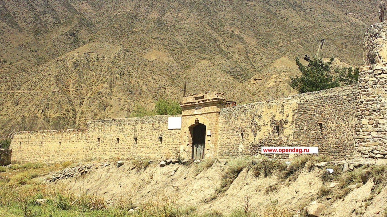 фото вида на Ахтынскую крепость