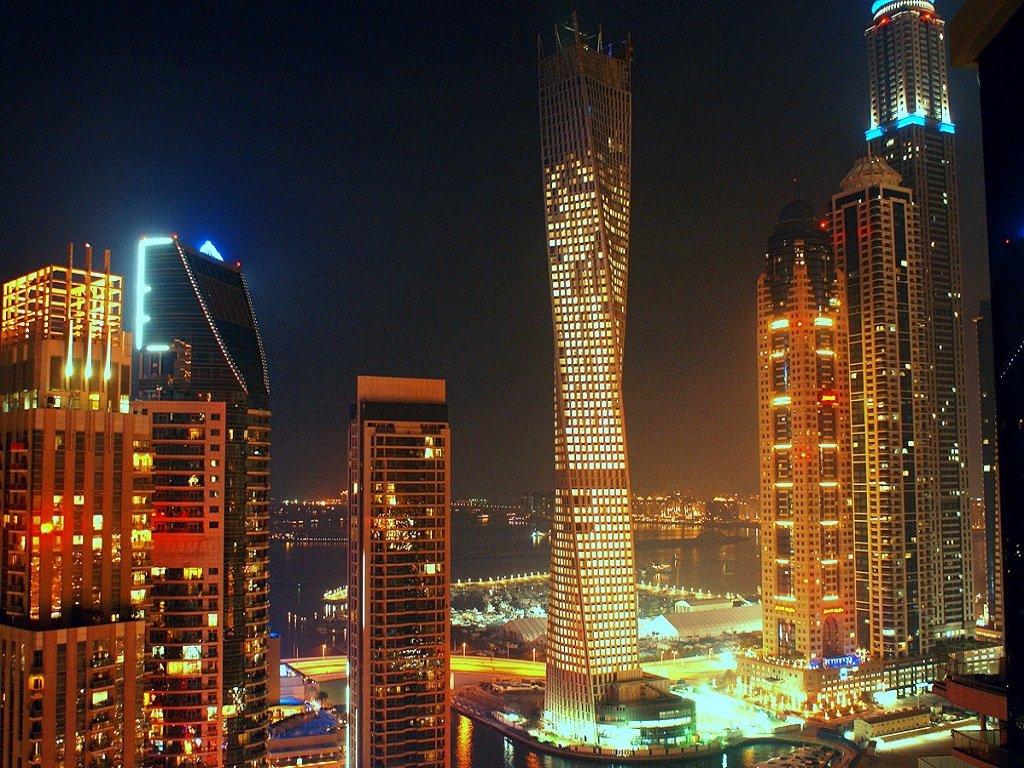 фотография ночной подсветки башни Кайан