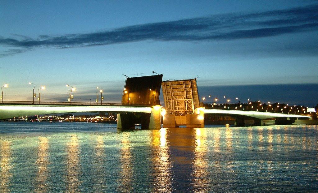 развод моста Александра Невского фотография