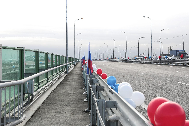на Аксайском мосту в Ростове-на-Дону фотография
