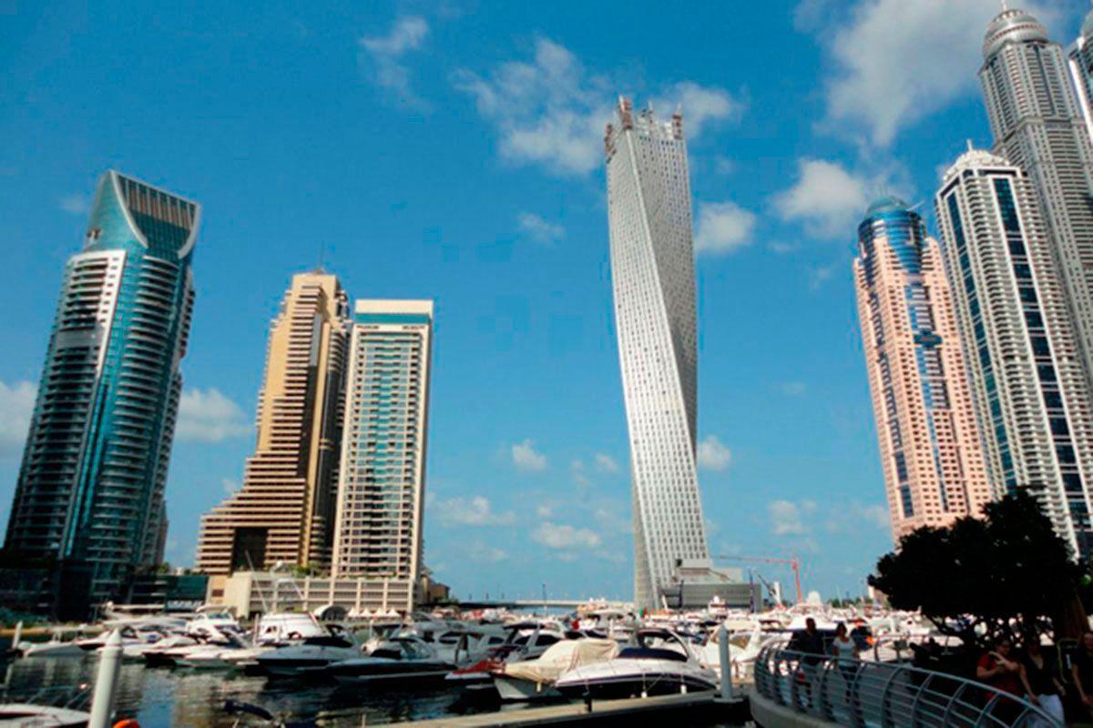 фото изгиба башни Кайан в Дубае