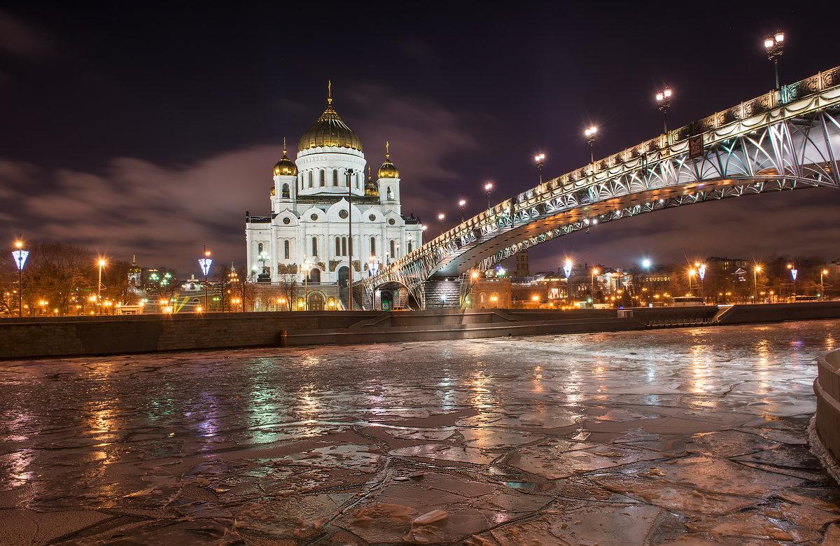 фотография Патриашего моста ночью