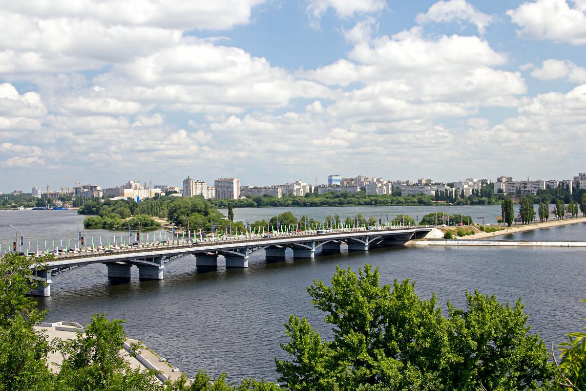 вид сверху на воронежский Чернавский мост фотография