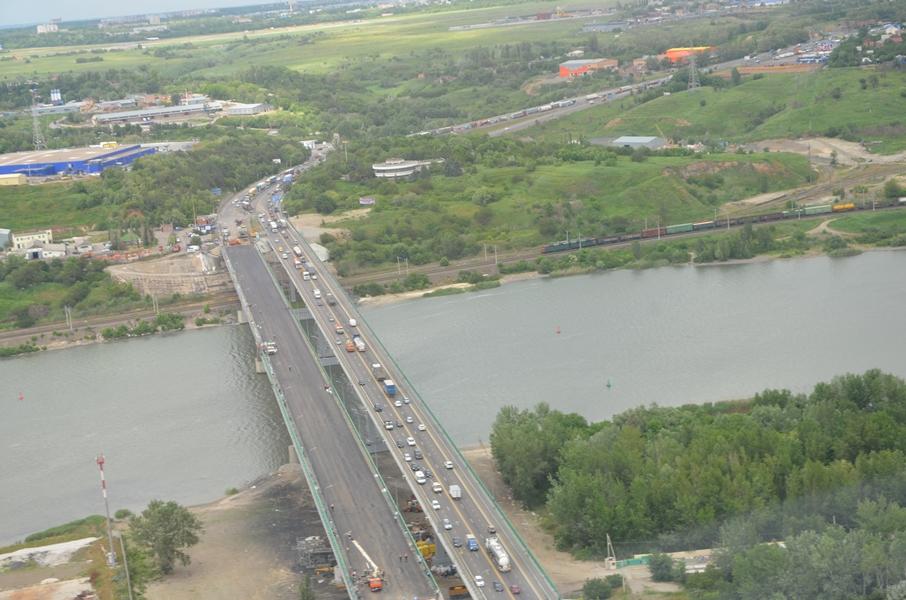 фото между двумя частями Аксайского моста