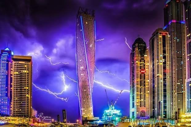 освещение башни Кайан фотография