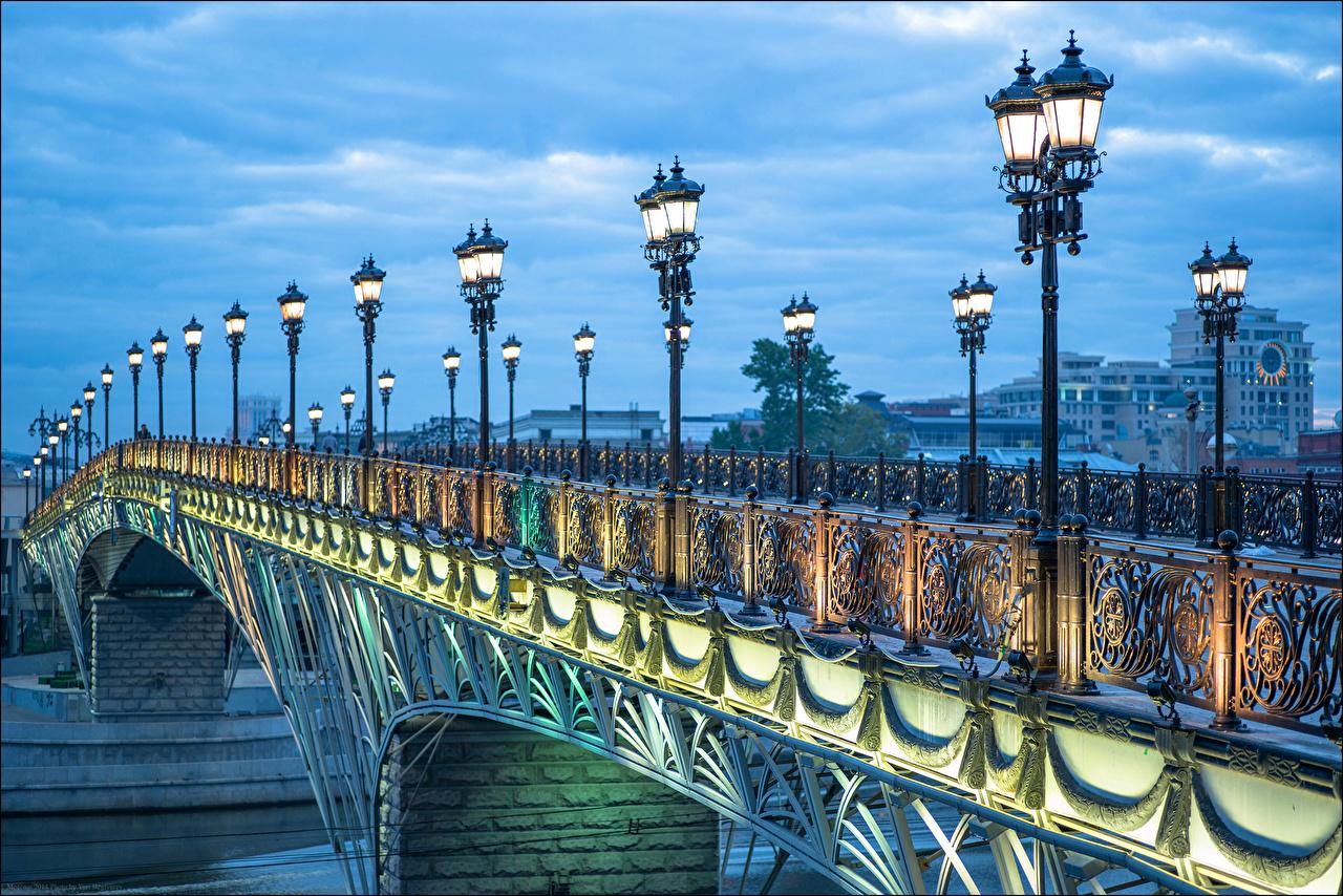 фонари Патриаршего моста фотография