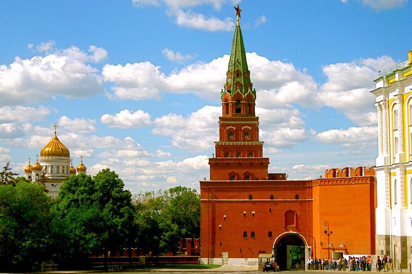 фото вида на Боровицкую башню московского Кремля