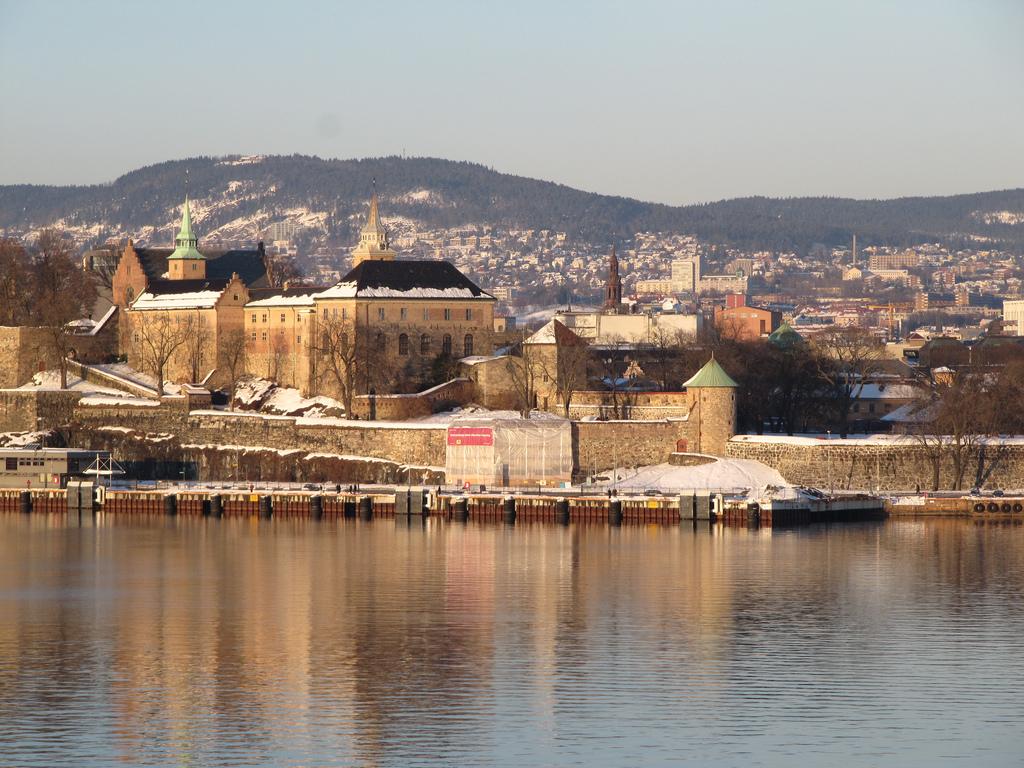норвежская крепость Акерсхус вид из воды фотография