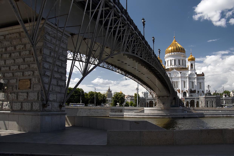 фото под Патриаршим мостом в Москве